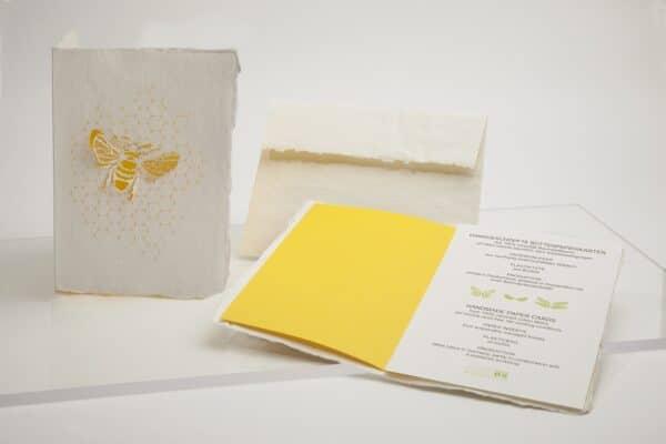 kreative handgeschöpfte Büttenkarte-Biene
