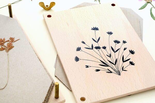 kreatiive schöne Blumenpresse aus nachhaltigem Holz