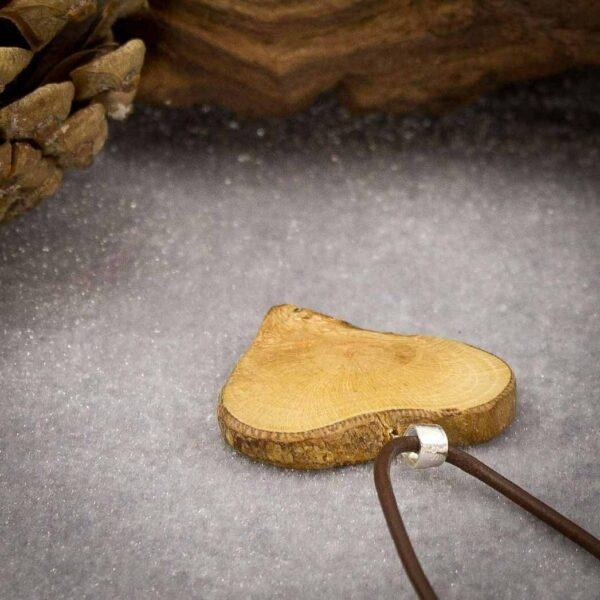 kreativer Schmuck aus Holz und Harz - e-typisch