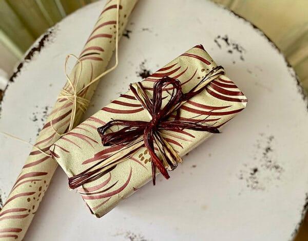 nachhaltiges Geschenpapier aus Gras - Federzweige