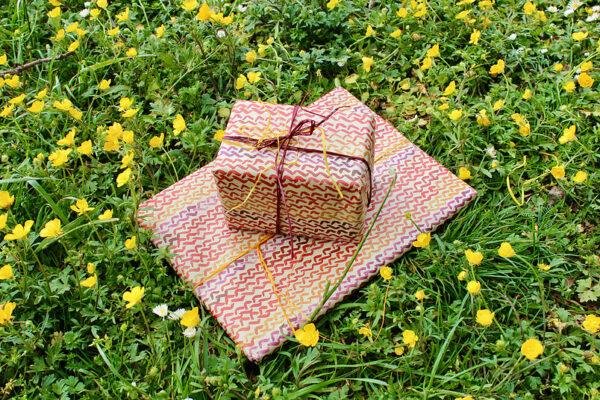 Geschenkpapierbogen aus Gras - Design Zopfmuster 70x50cm 2
