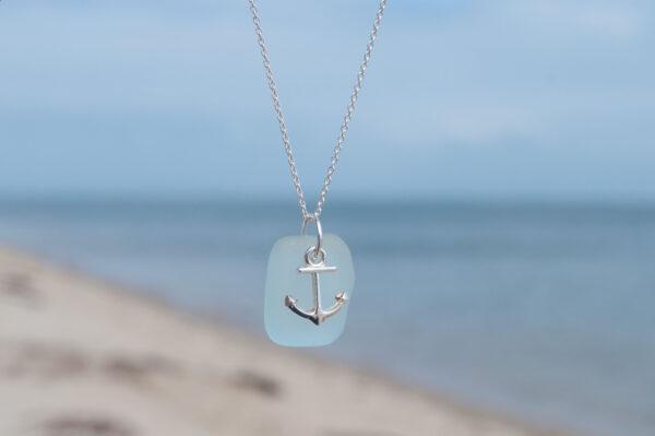 Seeglaskette hellblau mit Anker - e-typisch